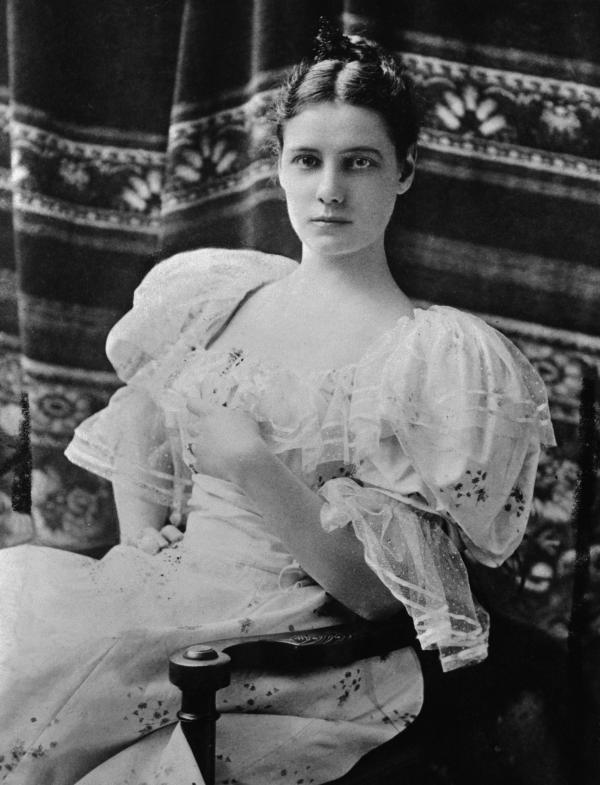 Formal portrait of a young Nellie Bly, seated.