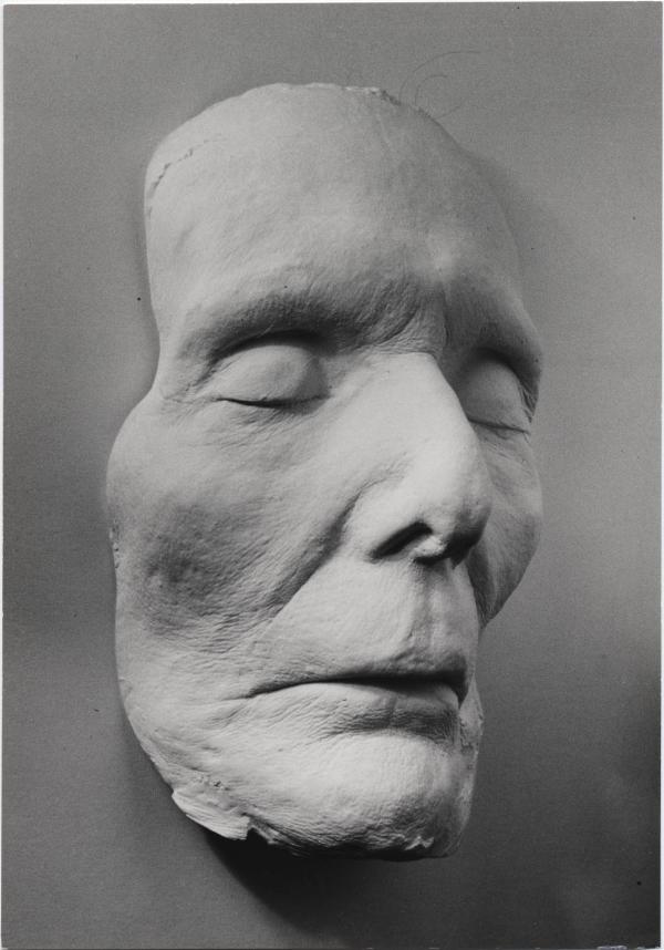 Photograph of H.D.'s death mask.