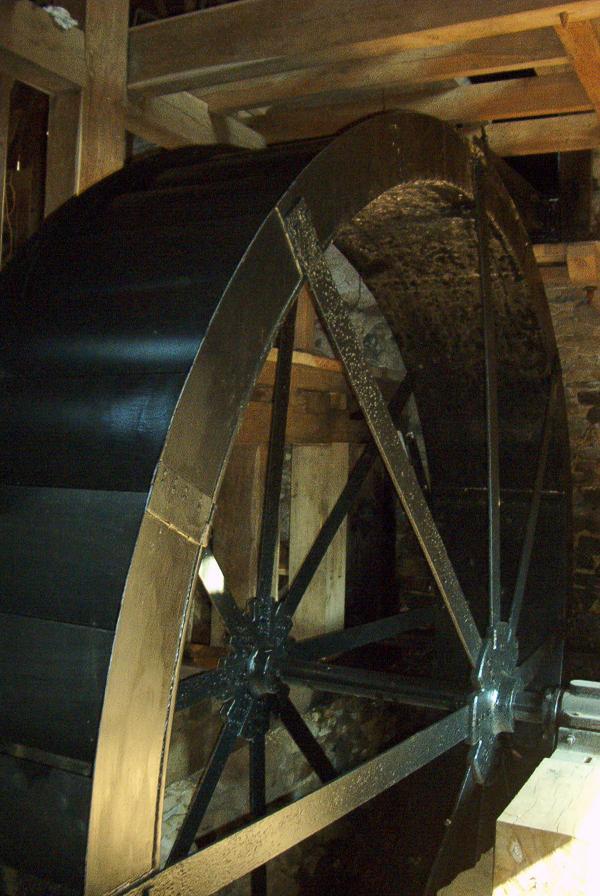 Steel overshot water wheel