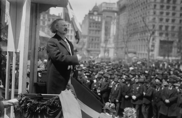 Ignace Paderewski speaking to crowd
