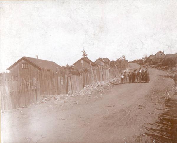 Houses along a street in Lattimer
