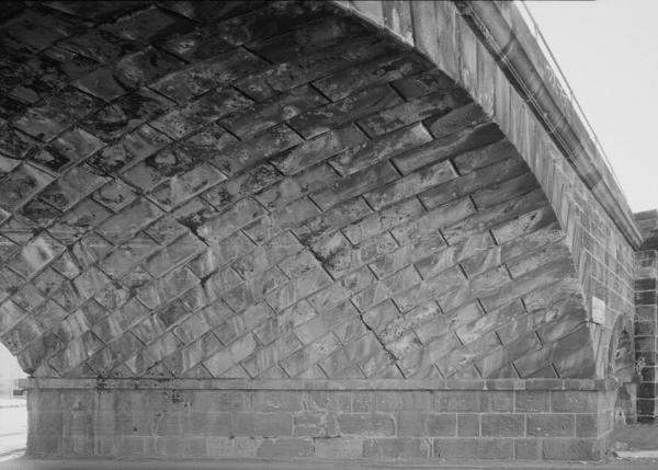 Philadelphia & Reading Railroad, Skew Arch Bridge, North Sixth Street at Woodward Street, Reading, Berks County, PA Photo of diamond shaped stones on underside of bridge.