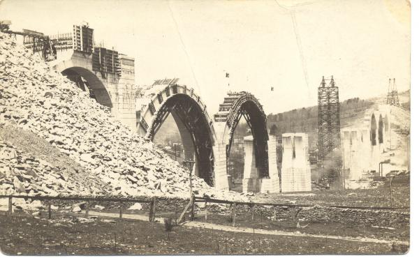Construction on the Tunkhannock Viaduct postcard.