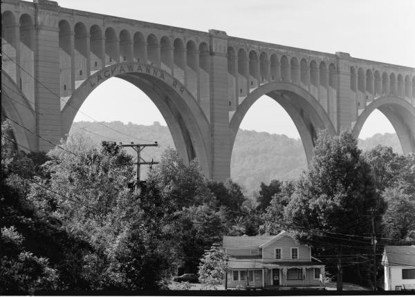 Black and white photograph of the Tunkhannock Viaduct