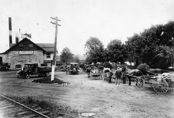 Oxford Abbot's Dairy, 1914 Farmers bringing milk, the beginning of Grade A milk.