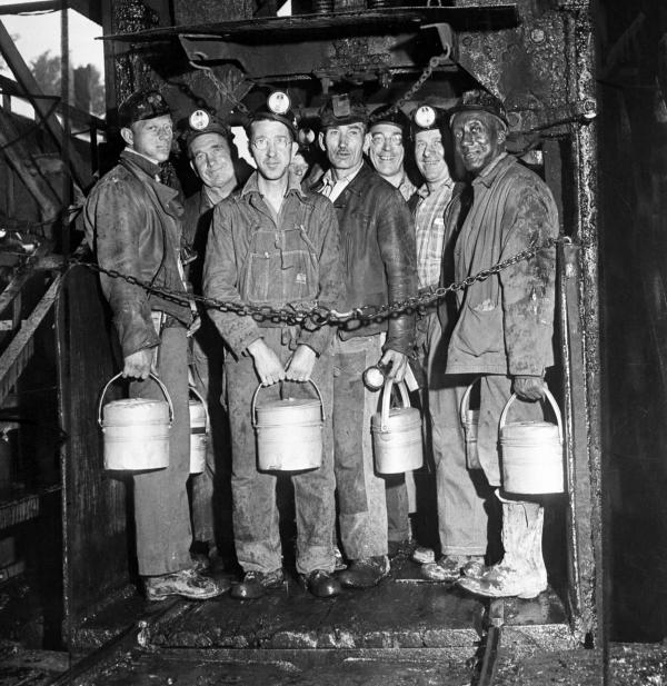Soft coal miners return to work ... miners stand in the elevator cage, ready to descend into the H.C. Frick coke company mine to work their first shift since settlement of the soft coal strike.