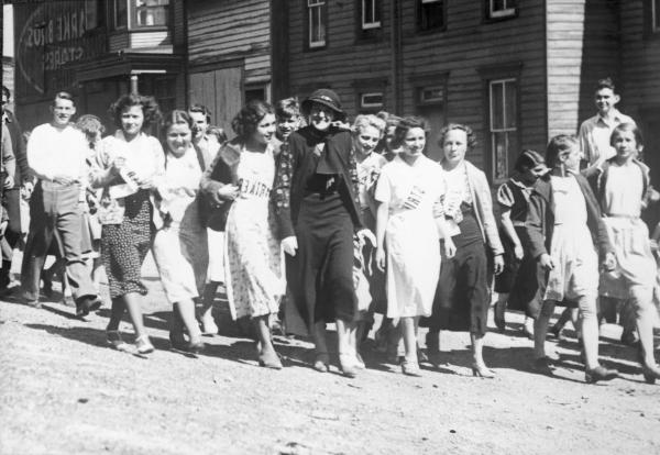 Image of a smiling Mrs. Pinchot marching with men, women, and children.
