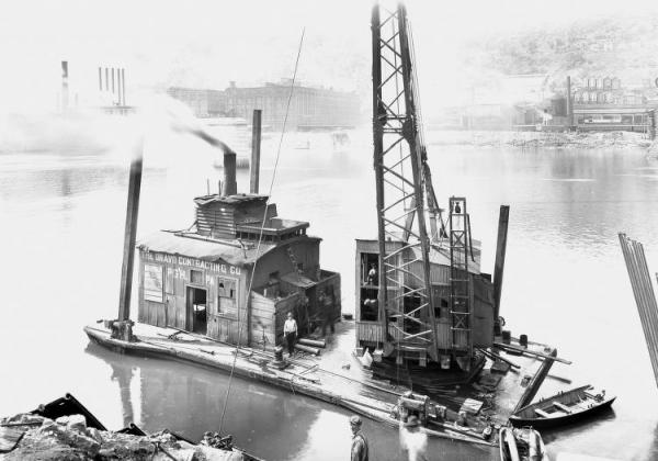 Dravo Contracting Barge docked.