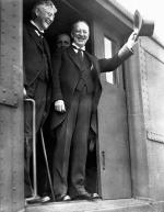United States presidential candidate Alfred E. Smith (r) raises his hat in salute during a train trip to promote his bid for the 1928 presidency.