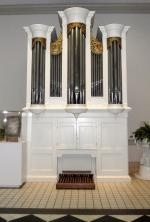 Color Image - front view of organ