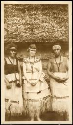 Margaret Mead sitting between two Samoan girls.